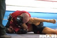 Jonathan Velez KOs Peter Storm